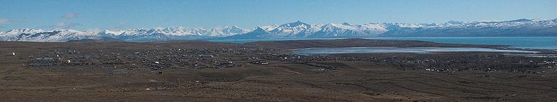 Veduta della città di El Calafate e del Lago Argentino, nella provincia di Santa Cruz.