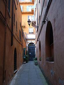 Il vicolo della Madonna dell'Archetto a Roma