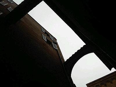 La finestra da cui si è lasciato cadere David Rossi