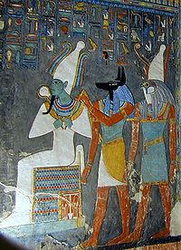 Osiride, Anubi e Horus dipinti nella tomba KV57 di Haremhab.