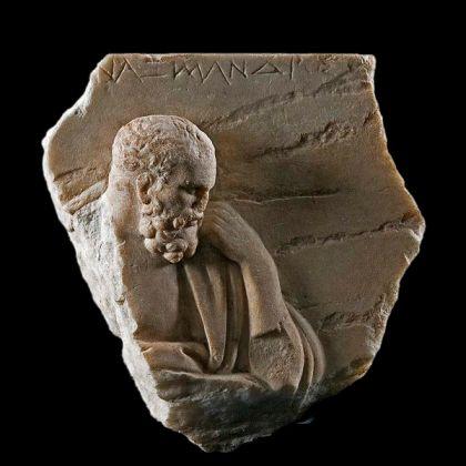 Anassimandro, bassorilievo (Roma, Museo Nazionale Romano). Probabilmente copia romana di un originale greco. Questa è la sola immagine di Anassimandro rimasta dall'antichità.