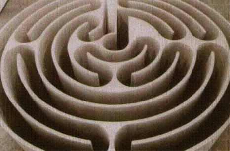 Il Labirinto di Morris, realizzato nel 1974 dall'artista americano Robert Morris. E' un labirinto che non concede nessuna scelta di percorso, ma ha un'unica via che porta al centro.